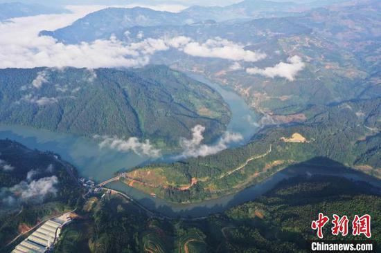 从江县丙妹镇拍摄的都柳江风光(无人机照片) 吴德军 摄
