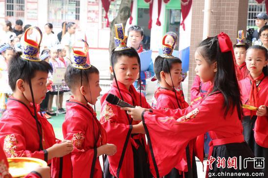 """廣西柳州:非遺日與""""粽""""不同"""