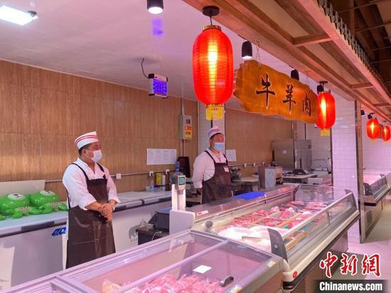 三合南里社區的綜合便民服務場所一層,正在試營業的便民菜店?!⌒戽?攝