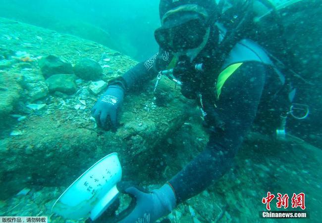 新加坡发现海底沉船 内有大量中国古瓷器