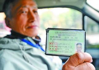 所有科目一次性通过!吴忠72岁老人喜领驾驶证