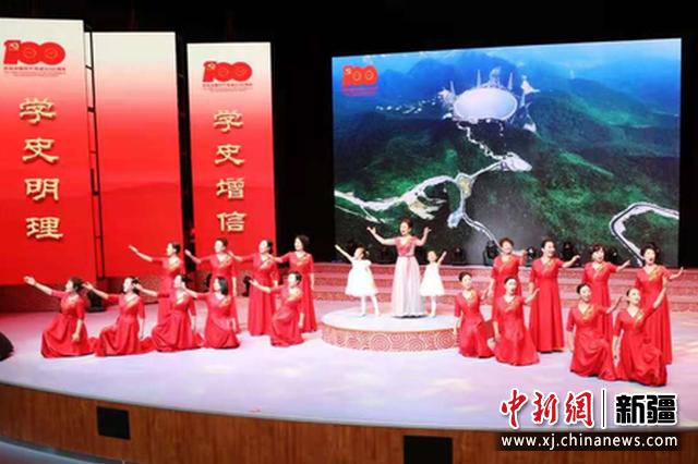 """新疆昌吉州举行第二届""""新疆是个好地方""""诗歌朗诵会"""