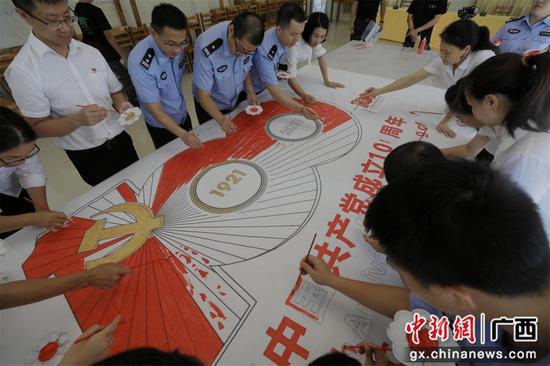 广西防城出入境边防检查站开展警地青年学习实践活动