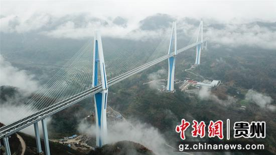 图为平塘特大桥。