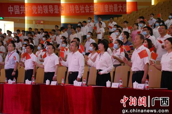 """柳州工学院举行""""两优一先""""表彰大会"""