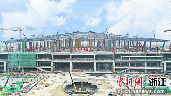 图为杭州西站现场。 中铁建工供图