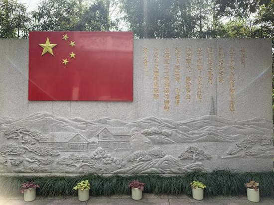 """""""五四宪法""""历史资料陈列馆宪法宣誓墙。郭其钰 摄"""