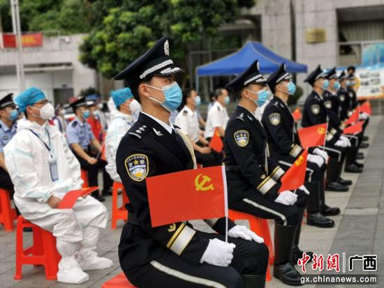 友谊关举行升国旗仪式庆祝中国共产党成立100周年