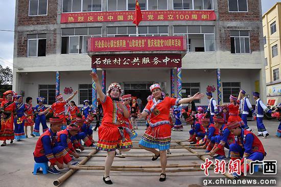 兴业各级干群豪情满怀收听收看庆祝中国共产党成立100周年大会