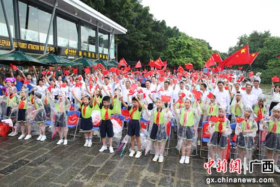 桂林市象山区组织收看庆祝中国共产党成立100周年大会