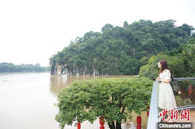桂林漓江遭遇連續強降雨 漓江竹筏封航