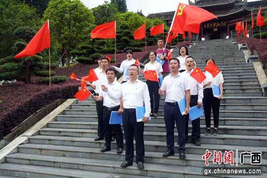 """龙胜县委宣传部党支部开展""""以史为鉴 开创未来""""主题党日活动"""