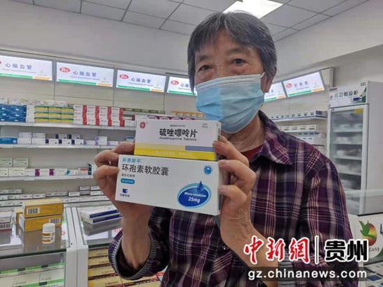 杨时敏老人选购到自己所需的药物