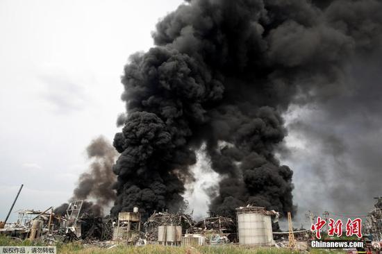 當地時間7月5日凌晨,泰國北欖府一家化工廠發生爆炸事故。當地官員稱,事故已造成1名救援人員遇難,29人受傷。圖為事發現場。