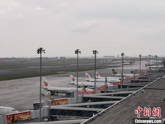 2021年上半年,新疆機場集團完成旅客吞吐量1505.24萬人次,完成貨郵吞吐量8.58萬噸?!⌒陆畽C場集團提供