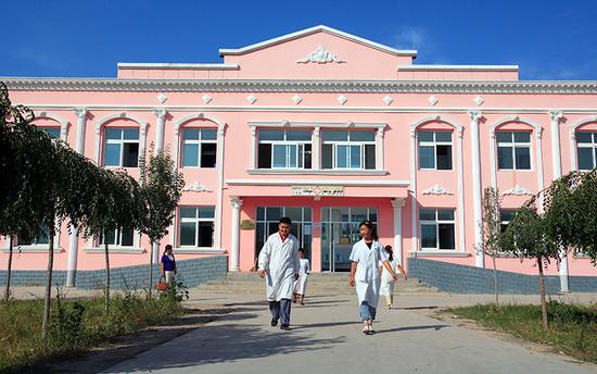中国石油援建的察布查尔县阔洪奇乡卫生院。种玉忠 摄