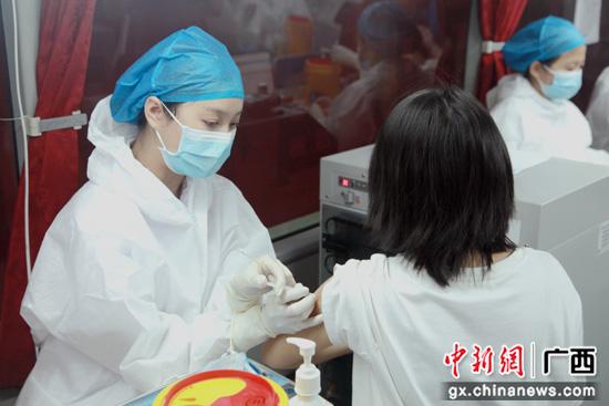 疫苗移动接种队:传递流动的大爱