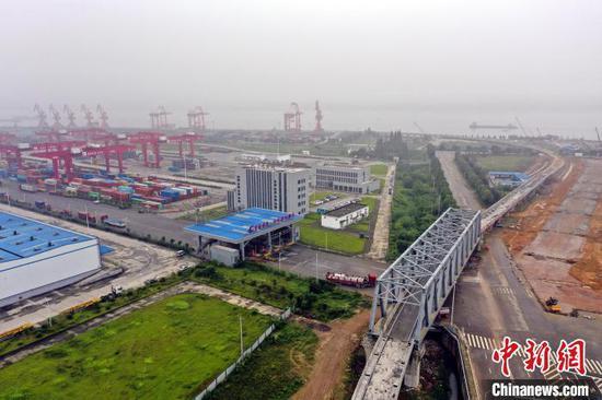 白洋港疏港铁路完成主体工程 陈龙 摄