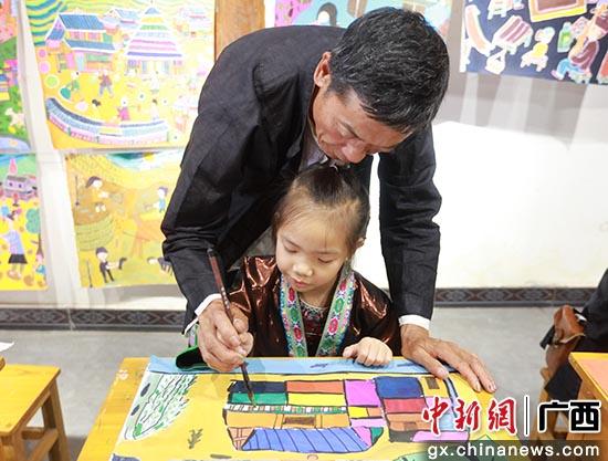 广西三江侗族农民画 精彩走向国际
