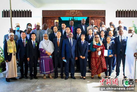 自治区南溪山医院3名援非抗疫医疗队员平安返回桂林