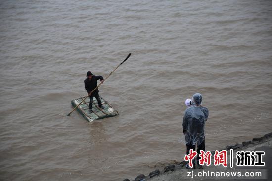 钱塘江捕鱼。杭州公安 供图