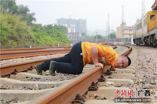 玉林工务段应对高温确保暑期铁路设备安全