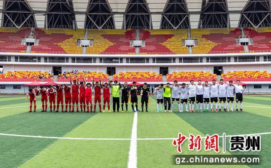7月18日,毕节市第四届校园足球联赛在黔西举行,男子组在黔西市奥体中心球场亮相。