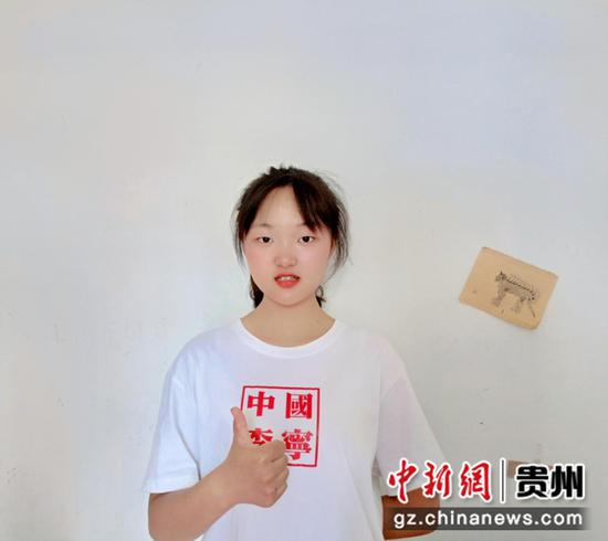 """贵州首名女飞行学员:冀成为蓝天""""勇士"""""""