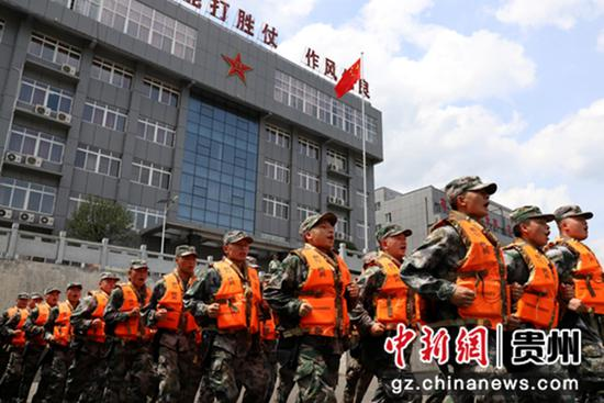 民兵应急分队防汛演练 汪浩伦摄