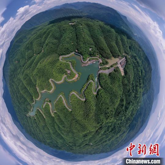 航拍贵州赤水竹海夏日风光 瞿宏伦 摄