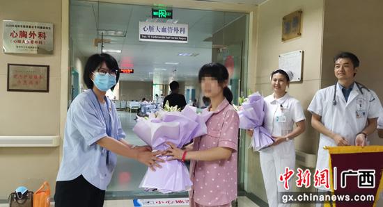 """广西桂林学校医院携手救助""""特殊""""贫困大学生"""