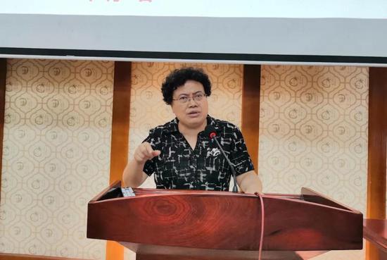 黔西南州委常委、州委统战部部长罗春红讲话
