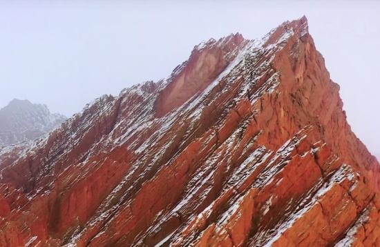 """天山神秘大峡谷:开启独库公路的红色""""梦幻之旅"""""""