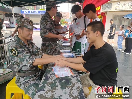 """河池金城江区夏季征兵""""热""""情高涨"""