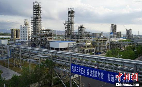 独山子石化聚烯烃产品生产装置群。 常国敬 摄