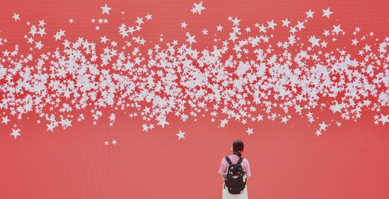 浙江举行庆祝建党百年主题艺术特展吸引民众