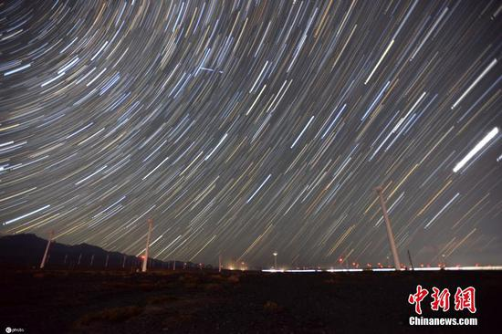 """新疆乌鲁木齐""""风之城""""达坂城星空璀璨"""
