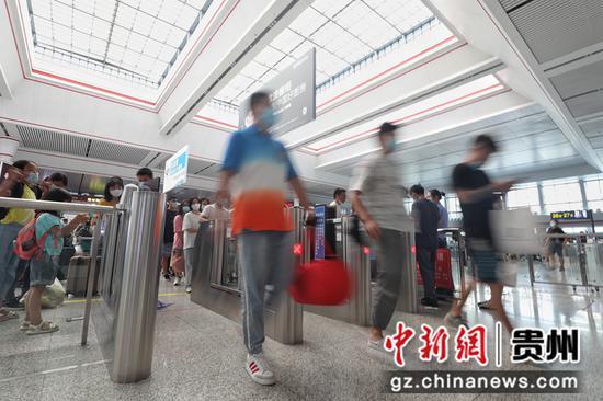 贵阳北站暑运客流平稳有序