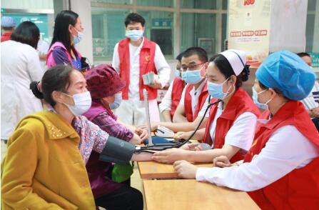 第一师医院多学科联合开展健康义诊送健康活动