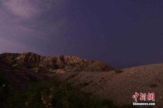 新疆巴州上空现英仙座流星雨
