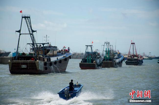 南海伏季休漁期結束 廣西大量漁船出海作業