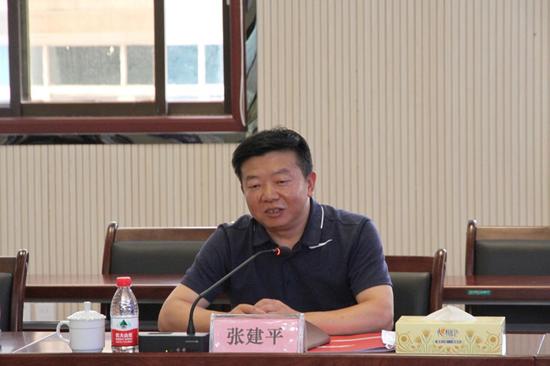 安顺市供销合作社联合社党组书记、理事会主任张建平致辞