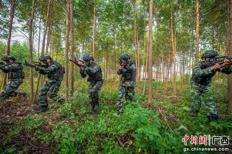 廣西貴港武警官兵野外訓練提升實戰本領
