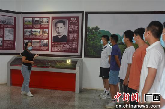"""巴马县西山乡组织""""双合格""""青年开展爱国主义教育活动"""