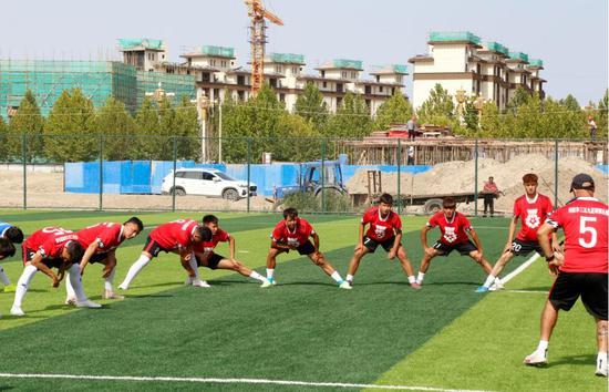 新疆兵團首支職業足球俱樂部在第一師阿拉爾市十二團全力備戰