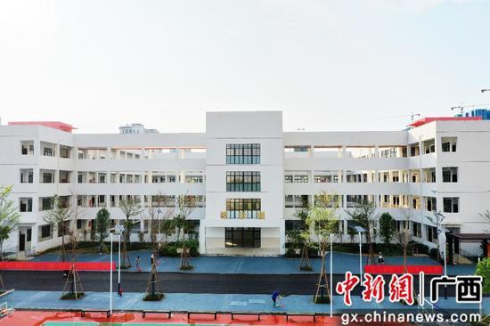 广西-东盟经济技术开发区上平路小学正式启用