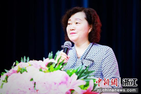 杭州上海世界外国语学校校长陈民仙。  杭州上海世界外国语学校提供