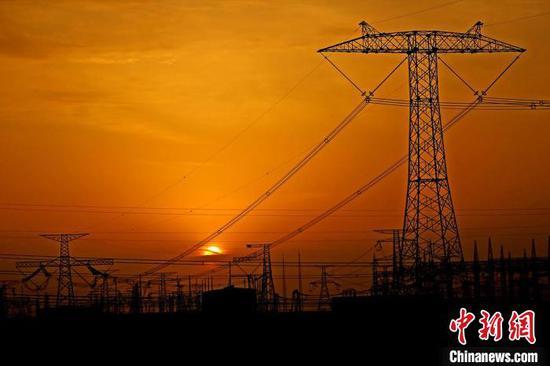 ±800千伏特高压哈郑直流疆电外送通道。 国网新疆电力有限公司供图