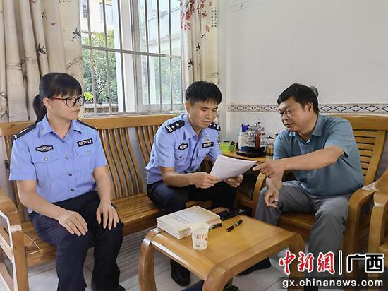广西移民管理警察助力困难儿童圆梦就学