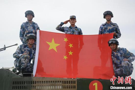 中国海军参赛队完成综合赛后合影。 王浩 摄
